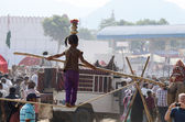 Tribal rope-walker are preparing to circus perfomance at camel mela in Pushkar,India — Stock Photo