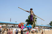Rope-walker are preparing to circus perfomance in nomadic camp,India — 图库照片