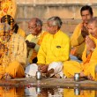 Senior men perform puja - ritual ceremony at holy Pushkar Sarovar lake,India — Stock Photo