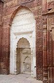 White mihrab in Qutub mosque in Delhi (India),unesco heritage — Stock Photo