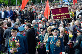 :Veterans of Second World War coming to lay flowers at Uknown Seaman  Monument in a commemoration of Soviet warriors who fought against Nazi invasion during Second World War,Odessa,Ukraine — Stock Photo