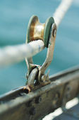 Closeup of old vintage metal yacht block with the rope, used to control the sail — Stock Photo