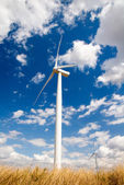 Wind turbine on blue sky — Stock Photo