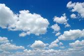 белые облака — Стоковое фото