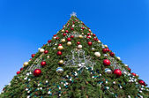Firtree with Xmas decoration over blue sky — Stockfoto
