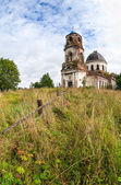 Old abandoned church in Novgorod region, Russia — Stockfoto