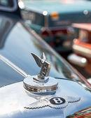 Самара, Россия - 16 июня: Эмблема bentley на ралли ретро- — Стоковое фото