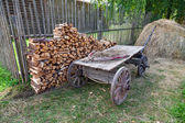 Old horse drawn wooden cart at the russian village in summer day — Stock fotografie