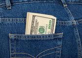 Stapel von hundert-Dollar-Scheine in die hintere Jeans-Tasche — Stockfoto