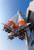 "SAMARA, RUSSIA - MARCH 10: Real ""Soyuz"" type rocket as monument — Stock Photo"