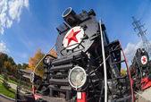 Samara, Rusia - 13 de octubre: vieja locomotora a vapor con estrella roja — Foto de Stock
