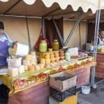 SAMARA, RUSSIA - OCTOBER 20: Women seller of honey on the tradit — Stock Photo #34098109