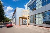 Borowitschi, russland - juli: riesige stuhl in der nähe der fabrik-borovi — Stockfoto