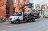 SAMARA, RUSSIA - NOVEMBER 7: Evacuation vehicle for traffic viol — Stock Photo