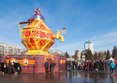 RUSSIA, SAMARA - March 2, 2014: Samara people celebrates Shrovet — Stock Photo