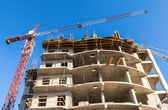 SAMARA, RUSSIA - APRIL 13, 2014:Tall building under construction — Stock Photo