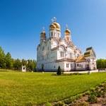 Russian orthodox church with gold domes in Togliatti, Russia — Stock Photo #46897363