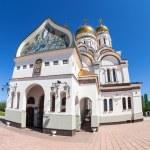 Russian orthodox church with gold domes in Togliatti, Russia — Stock Photo #46897365