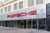 SAMARA, RUSSIA - JUNE 12, 2014: Porsche automobile dealership si — Stock Photo