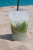 Mojito coctail on the beach — Stock fotografie