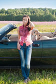 Young woman standing near car — Stok fotoğraf