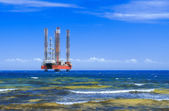 Drilling platform in the sea — Foto Stock