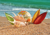 Christmas decorations and seashell on a beach — Stock Photo