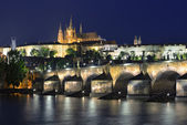 Vltava river, Charles Bridge and St. Vitus Cathedral at night — Stockfoto