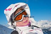 ビュー冬山で女性 — ストック写真