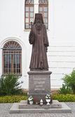 Denkmal märtyrer seraphim vor uspenski-kathedrale. dmitr — Stockfoto