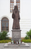 Monument Hieromartyr Seraphim before Assumption Cathedral. Dmitr — Photo