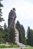 Pomník Lenina na nábřeží města dubna. Rusko — Stock fotografie