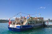 пассажирское судно на пристани курорта. portschach ам worthers — Стоковое фото