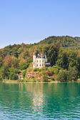 Reifnitz Castle on Lake Worth in Carinthia, Austria — Stock fotografie