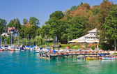 Resort Krumpendorf am Worthersee and Lake Worth . Austria — Stockfoto