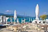 Restaurant on the coast. Resort Portschach am Worthersee and Lake Worth (Worthersee). Austria — Stockfoto