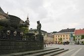 Dragon fountain and statue of Empress Maria Theresa on Neuer Pla — Stock Photo
