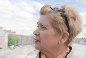 Portrait of a woman in the city — Стоковое фото