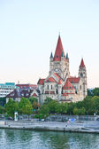 The Danube River. Church of St. Francis of Assisi. Vienna. Austr — Stock Photo