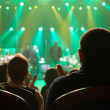 Audience applauded at the concert artists. — Stockfoto
