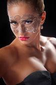 Mladá žena s krajkou make-up — Stock fotografie