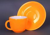 Oranžový šálek a talířek — Stock fotografie