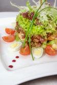 Warme salade van groenten en vlees — Stockfoto