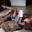 Young woman reading magazine — ストック写真