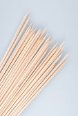 Multiple wooden bamboo skewers laying — Stock Photo