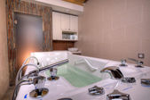 Bañera de hidromasaje jacuzzi — Foto de Stock