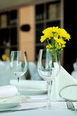 пустые стаканы, набор в ресторане — Стоковое фото