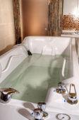 按摩 spa 浴缸 — 图库照片