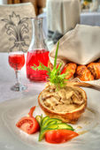 Tasty dish with mushrooms in a restaurant — Stockfoto