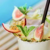 Fresh exotic summer cocktail — Stock Photo